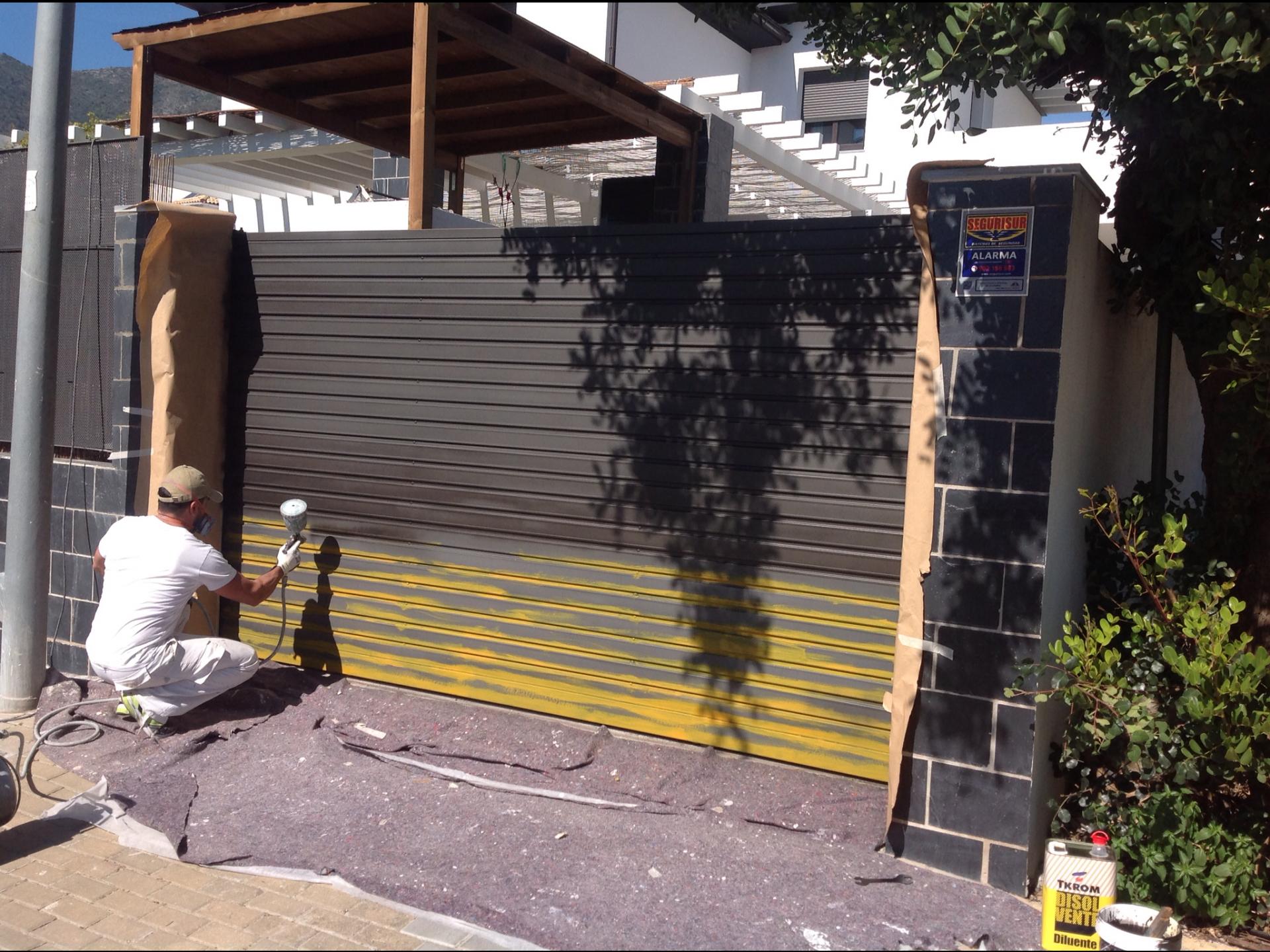Rehabilitaci n y pintado de un port n de garaje m laga - Porton de garaje ...