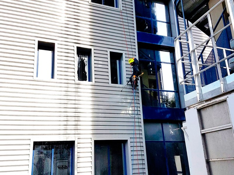 trabajo de limpieza de fachadas
